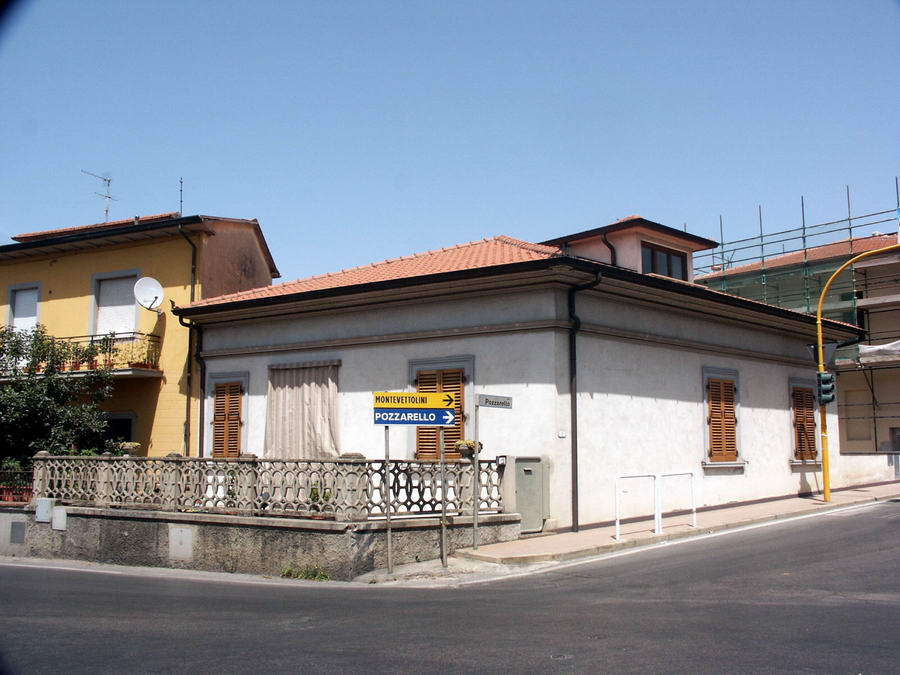 Vendo casa monsummano terme vendesi casa indipendente con for 2 costi di costruzione del garage per auto