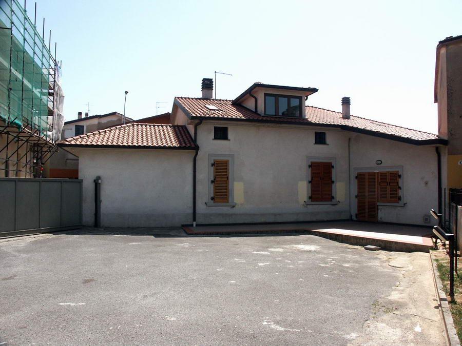 Vendo casa monsummano terme vendesi casa indipendente con for Casa con garage indipendente e breezeway